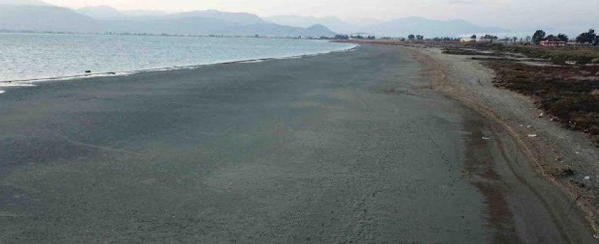 Η υπερπανσέληνος… εξαφάνισε τη θάλασσα στο Ναύπλιο (φωτο)