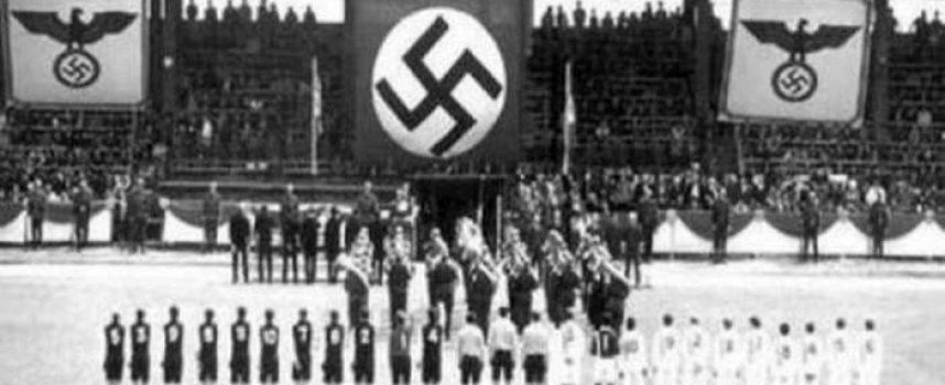 Το 1942 οι Ναζί εκτέλεσαν 11 αθλητές της Ντιναμό Κιέβου. Σήμερα στις κερκίδες οι σβάστικες…