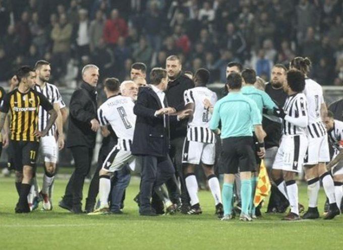 Χάος στην Τούμπα: «Ντου» του οπλοφόρου Σαββίδη, διακοπή και ο ΠΑΟΚ ανακοίνωσε νίκη με 1-0 επί της ΑΕΚ