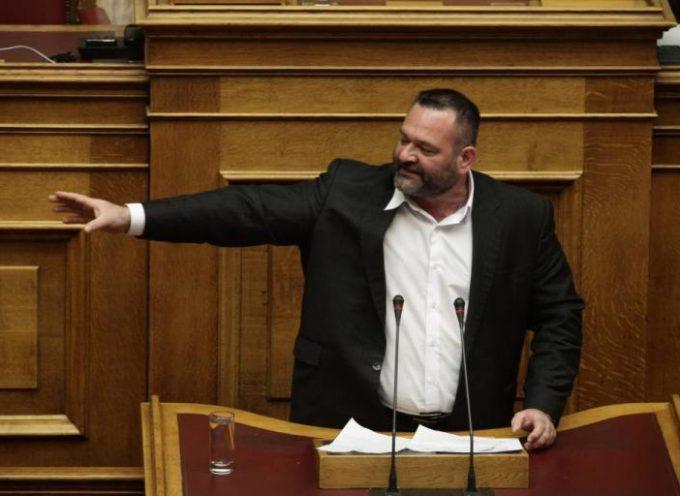 Νέος τραμπουκισμός της Χρυσής Αυγής στη Βουλή – Διακόπηκε η συνεδρίαση μετά από υβριστική επίθεση του Λαγού (vid)