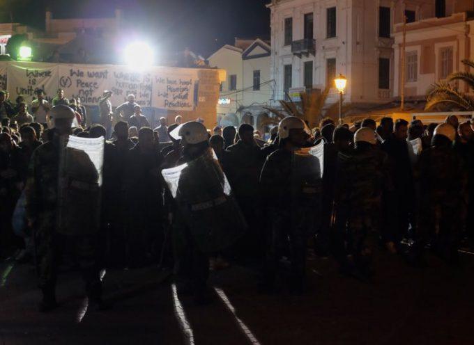 Με κλειστά μαγαζιά και απεργία υποδέχονται τον Τσίπρα στη Λέσβο