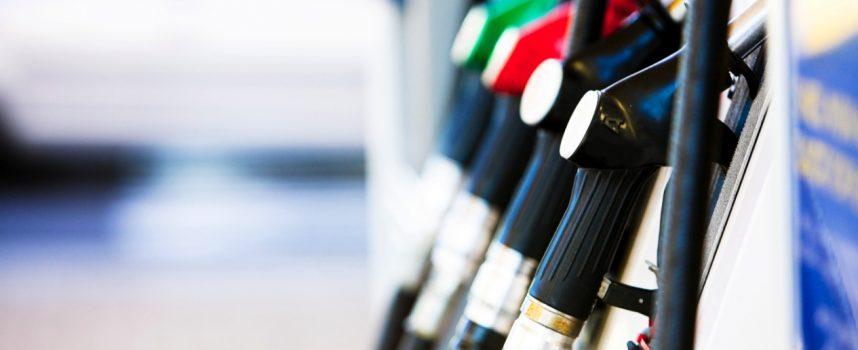 «Τσουρουφλίζει» η τιμή της βενζίνης – Αιχμηρό σχόλιο του Οδυσσέα Κωνσταντινόπουλου