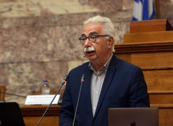 Ο Γαβρόγλου ανακοίνωσε την κατάργηση της αξιολόγησης των εκπαιδευτικών – Χαμός στη Βουλή για τη διαδικασία του επείγοντος