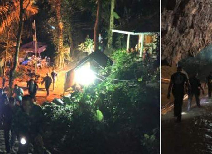 Ταϊλάνδη: Συγκίνηση στον απεγκλωβισμό των παιδιών και του προπονητή από τη σπηλιά