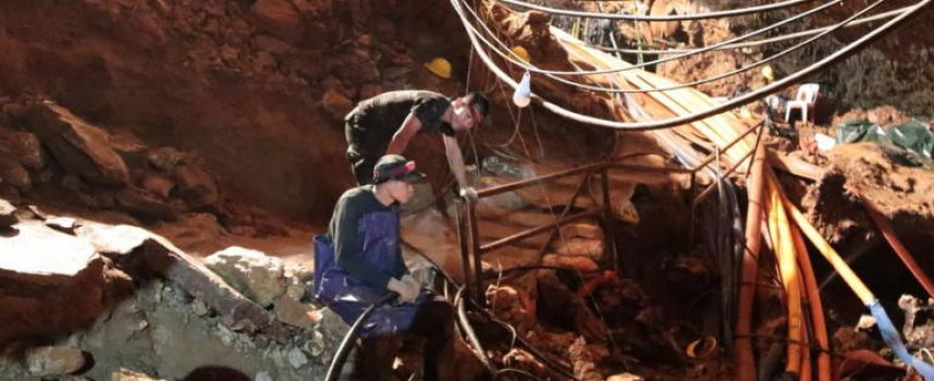 Απεγκλώβισαν και 8ο παιδί από το σπήλαιο- Ηρωικές οι προσπάθειες των διασωστών