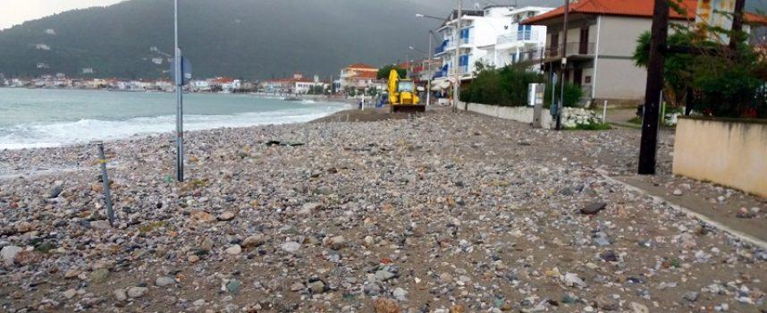 Τεράστιες ζημιές στην Παραλία Τυρού από την θαλασσοταραχή
