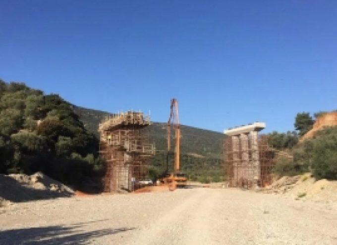 Ολοκληρώθηκε η σκυροδέτηση των μεσαίων βάθρων στη γέφυρα παράκαμψης των Δολιανών