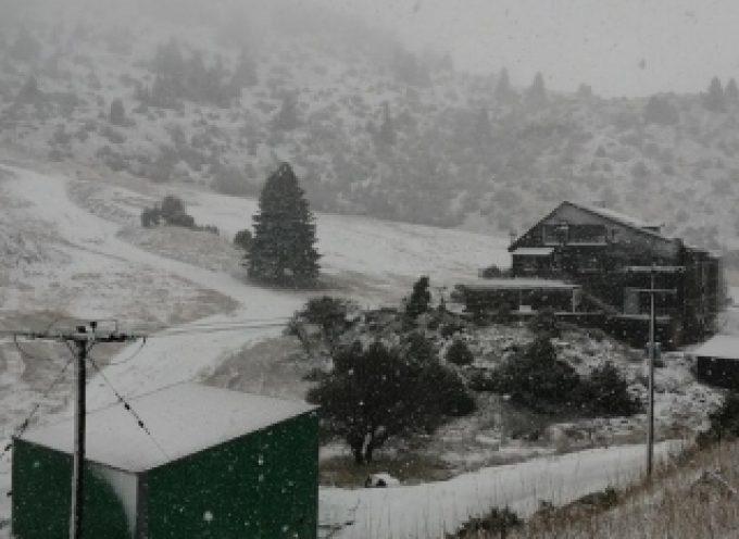 Το πρώτο χιόνι στο Χιονοδρομικό Κέντρο Μαινάλου