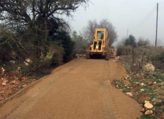 Επισκευή, συντήρηση αγροτικών δρόμων στην Κανδήλα