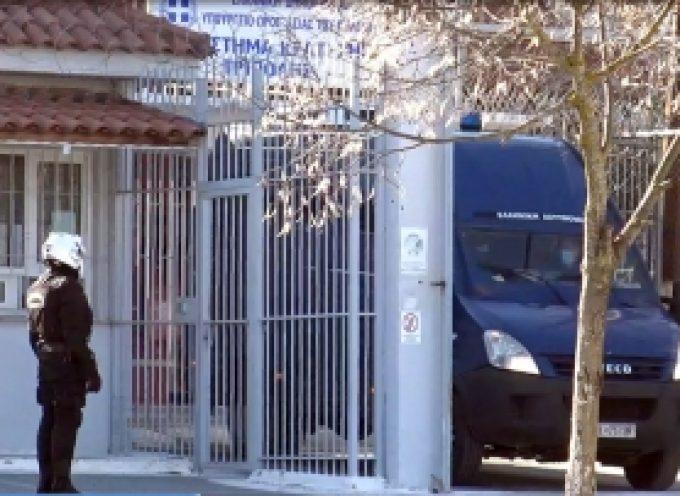 Η προσαγωγή του Δημήτρη Λιγνάδη στις φυλακές της Τρίπολης (vid)
