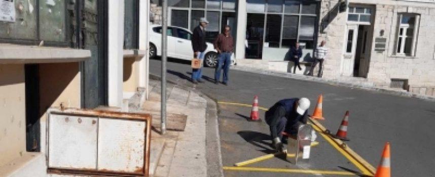 Διαγραμμίσεις και επισκευές από τα συνεργεία του Δήμου στο Λεβίδι