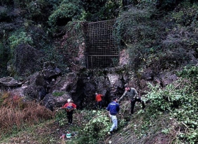 Εθελοντικός καθαρισμός στην καταβόθρα της Βλαχέρνας από αγρότες